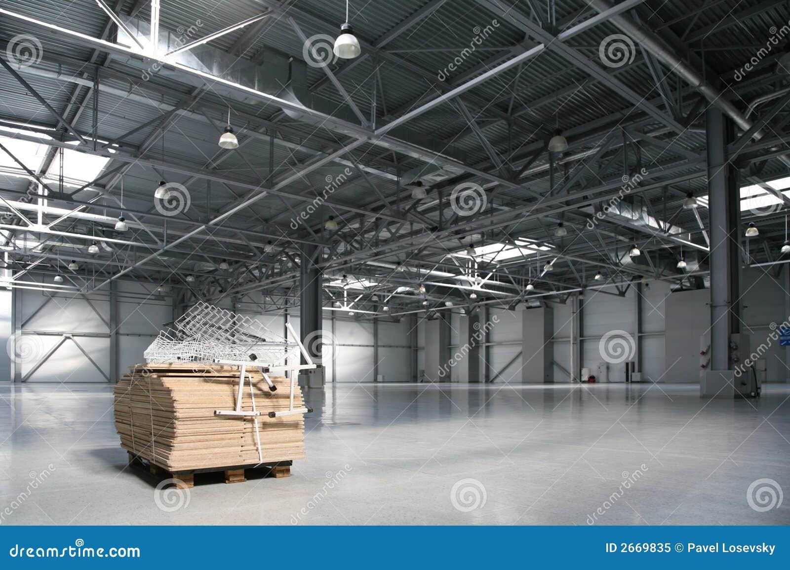 Entrepôt vide