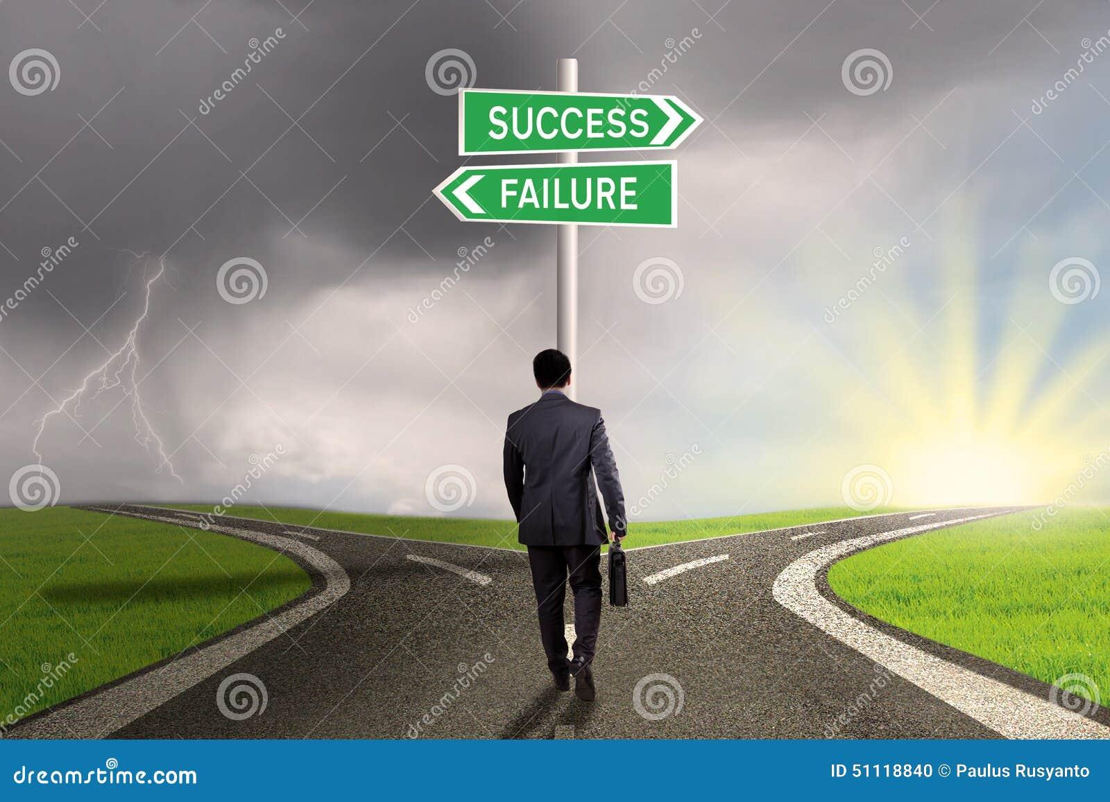 Entreprenör med vägvisaren till framgång eller fel