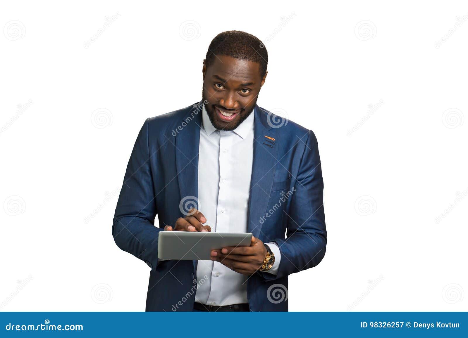 Entrepreneur heureux avec le comprimé numérique