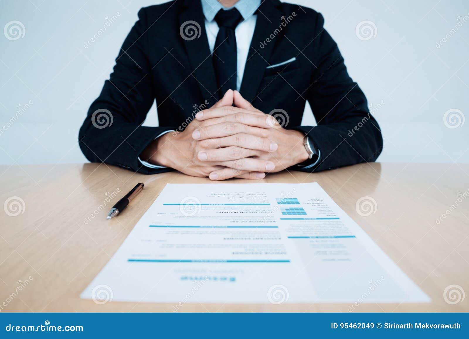 Entrevista de trabalho do negócio Hora e resumo do candidato na tabela