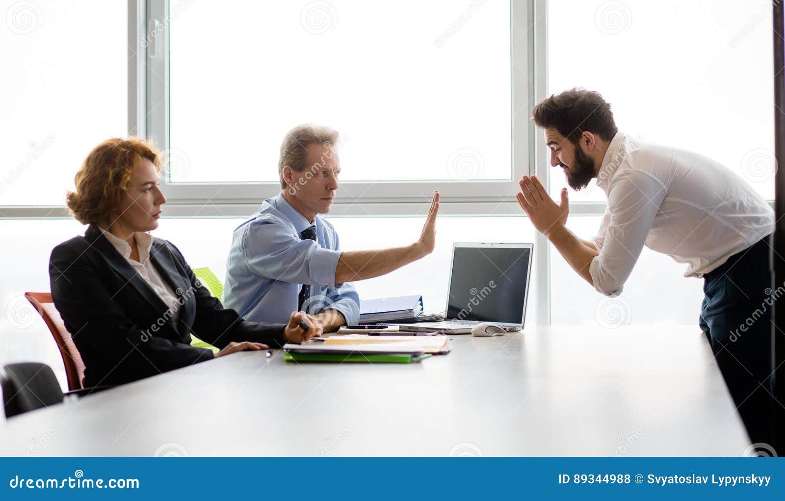 Entrevue d emploi dans le bureau photo stock image du