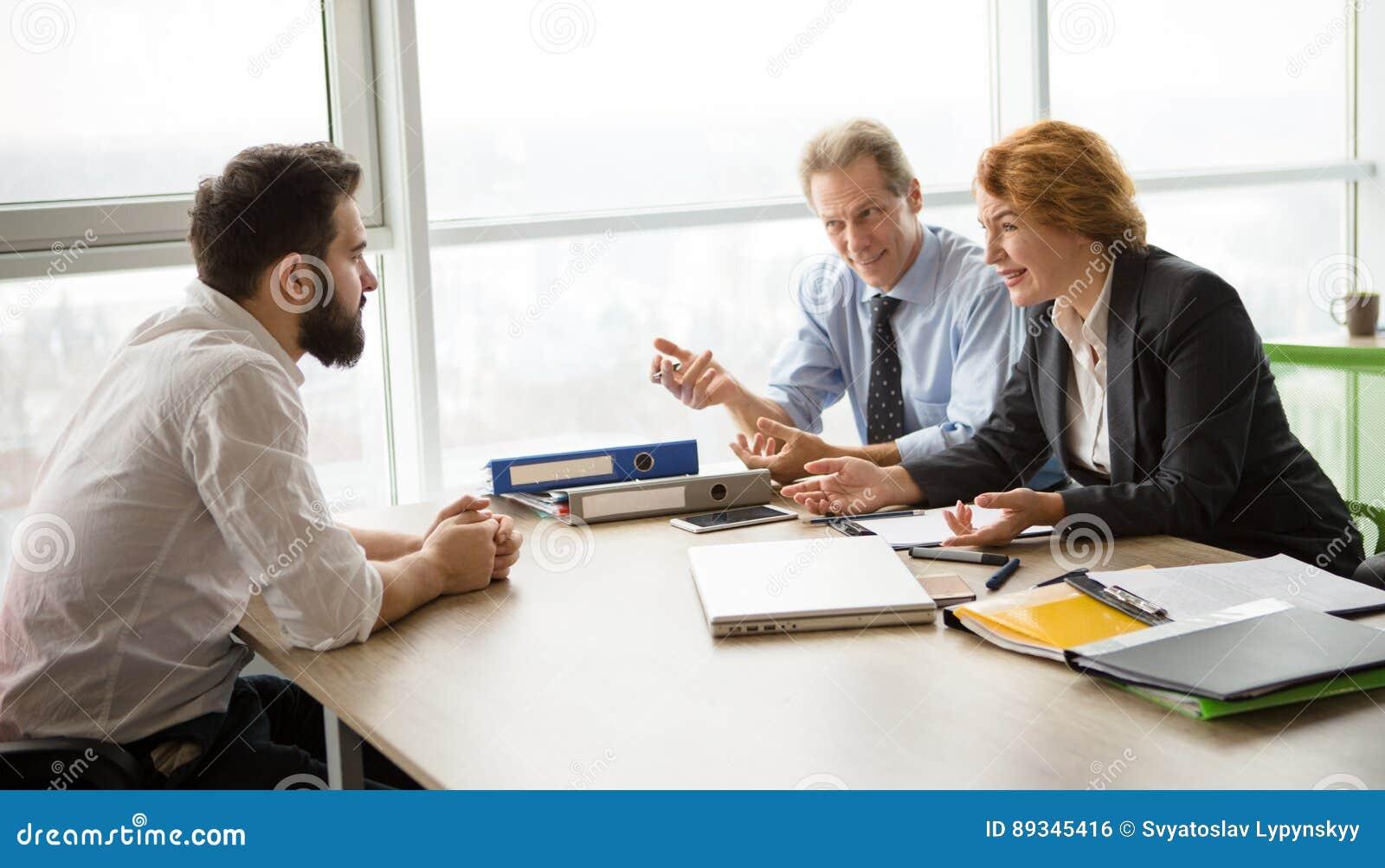 Entrevue d emploi dans le bureau photo stock image du bureau