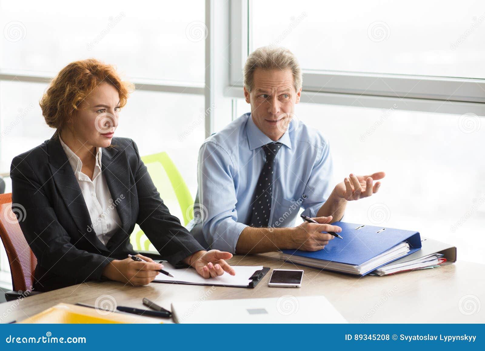 Entrevue d emploi difficile dans le bureau photo stock image du