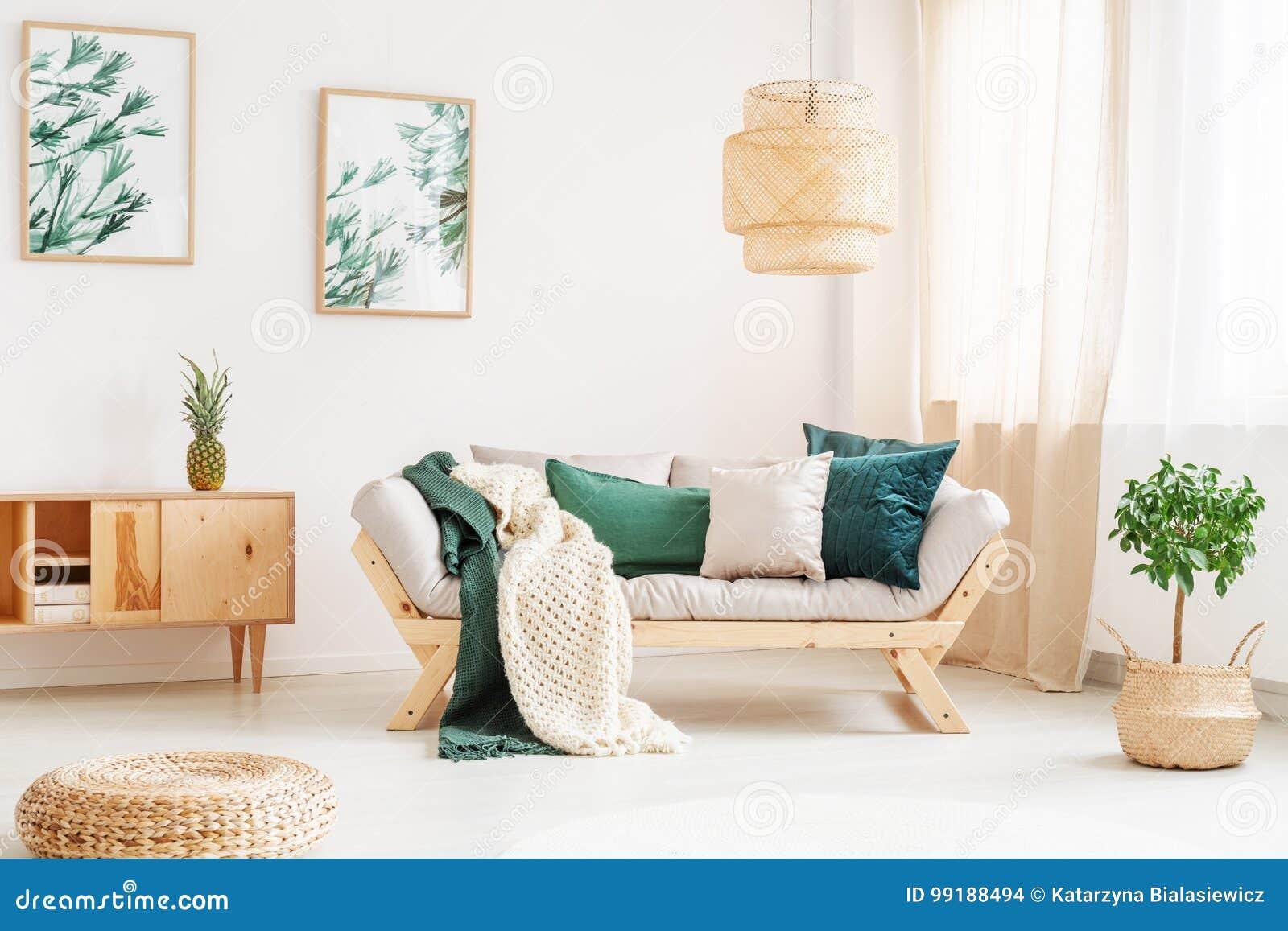 Entspannen Sie Sich Raum Mit Puff Stockfoto Bild Von Wohnung Cozy
