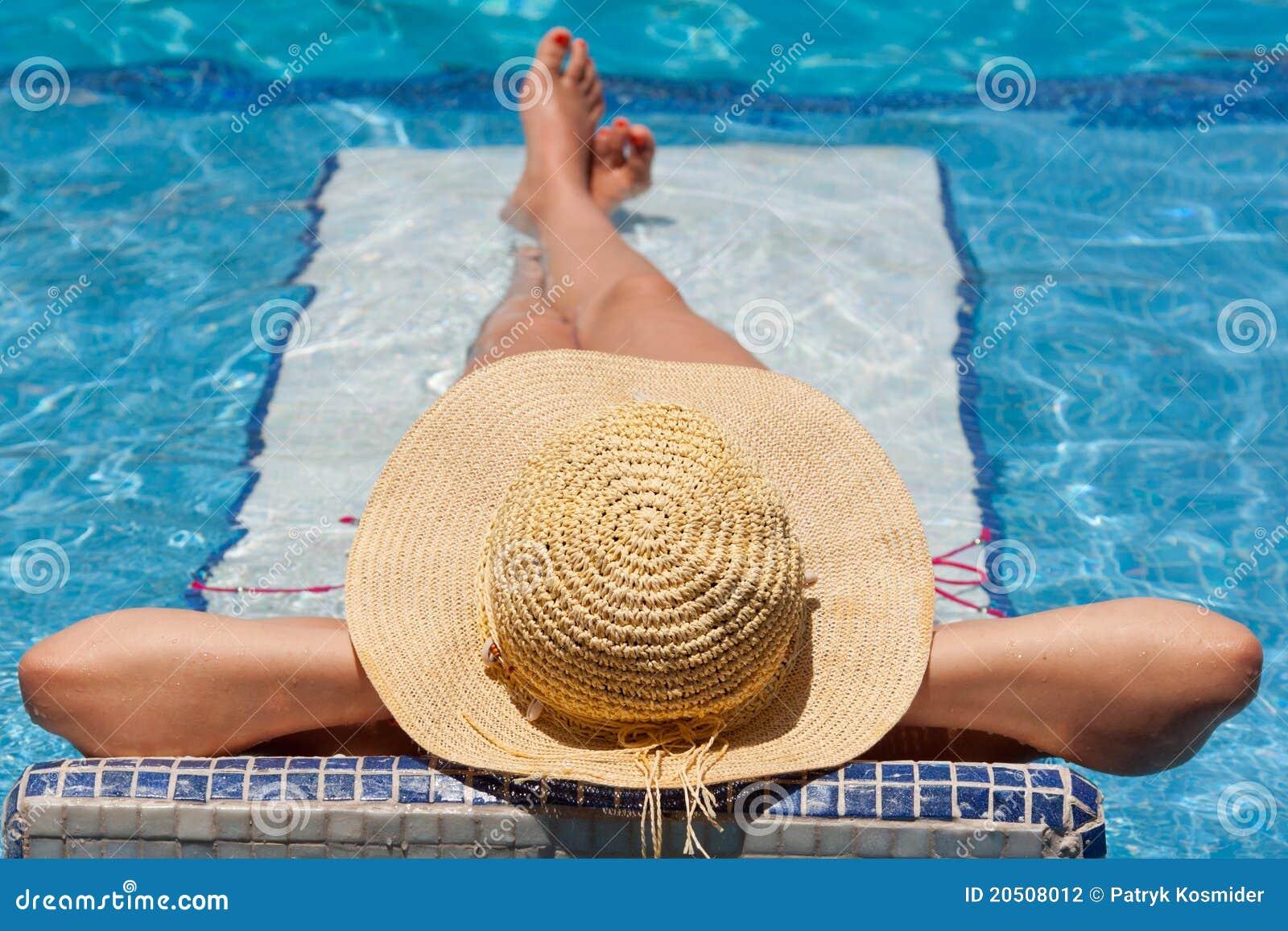 Entspannung auf Swimmingpoolbett