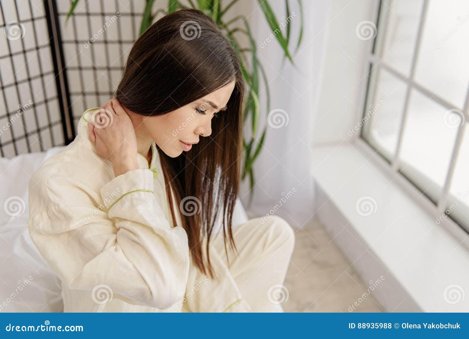 Enttäuschte Asiatische Frau Die Schmerz Ausdrückt Stockfoto Bild