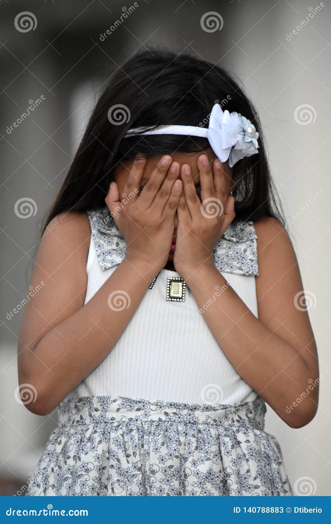 Enttäuschtes hübsches Filipina Person
