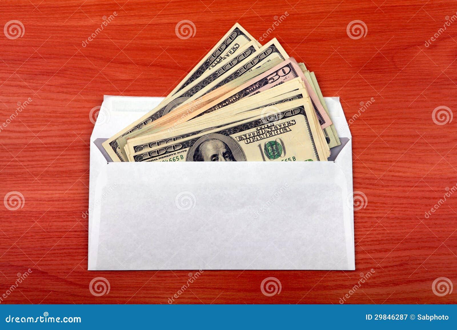 Envelope com um dinheiro