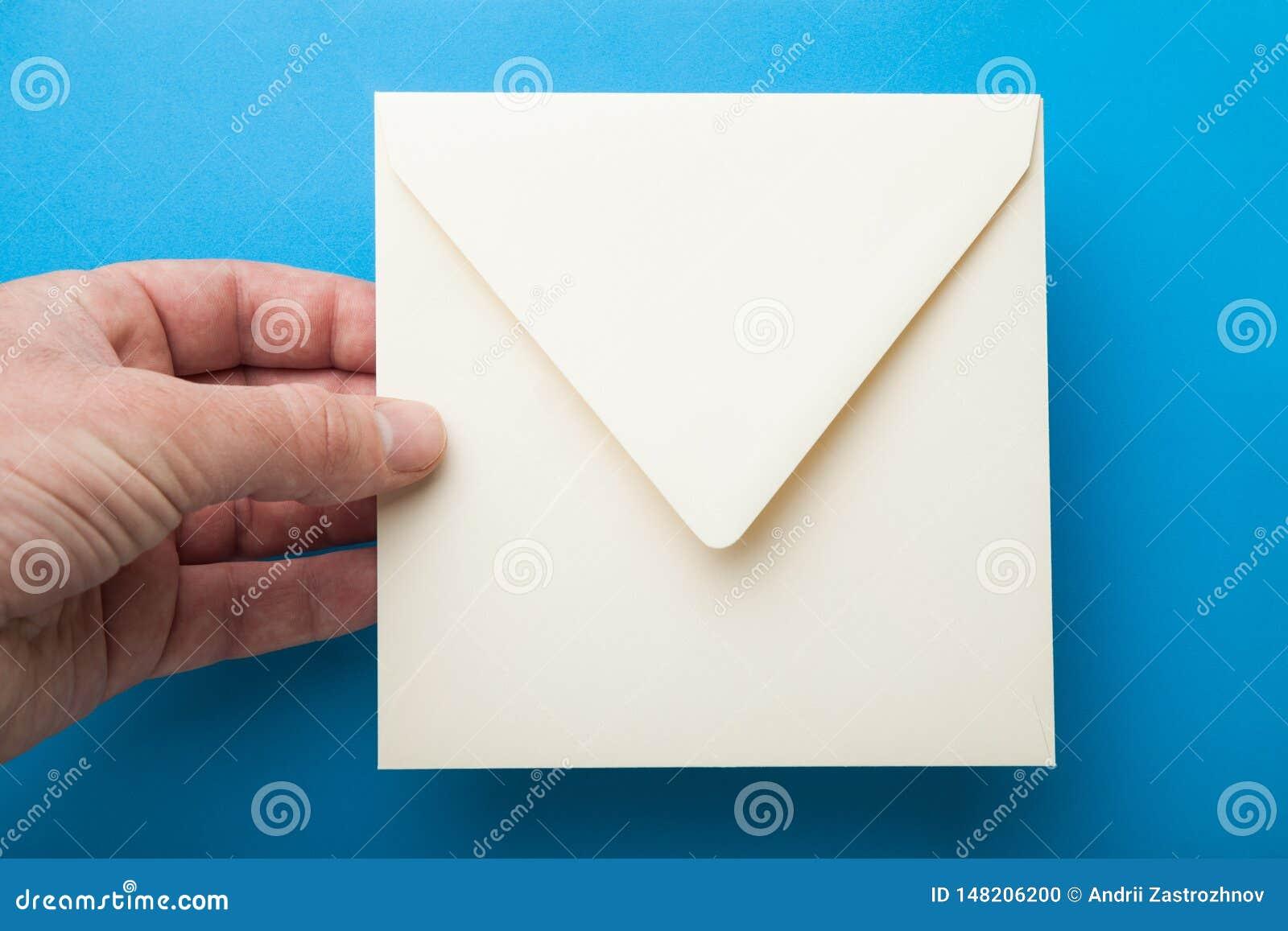 Enveloppe carrée pour écrire dans la main