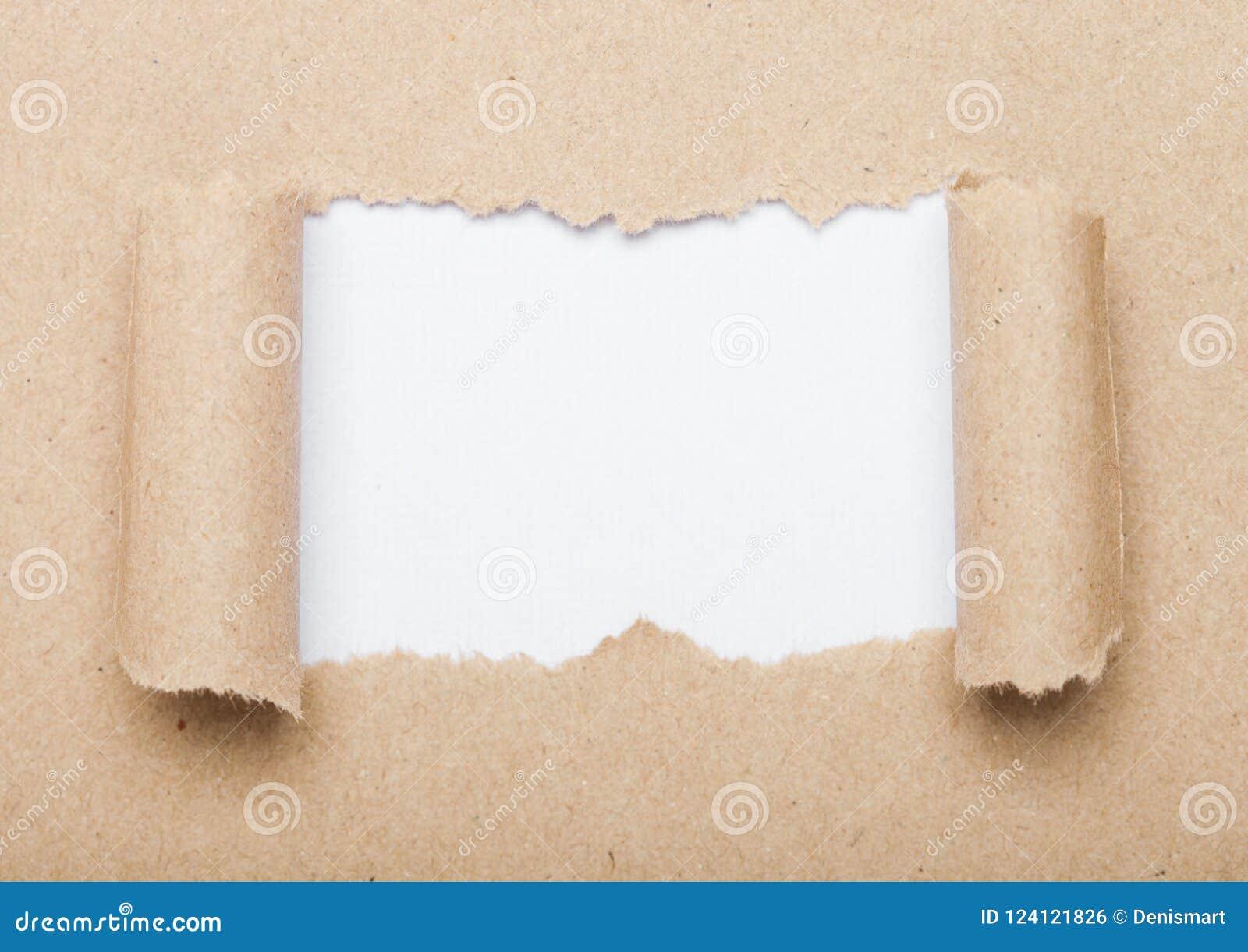 Enveloppe de Brown avec les pièces déchirées pour le signe de motivation