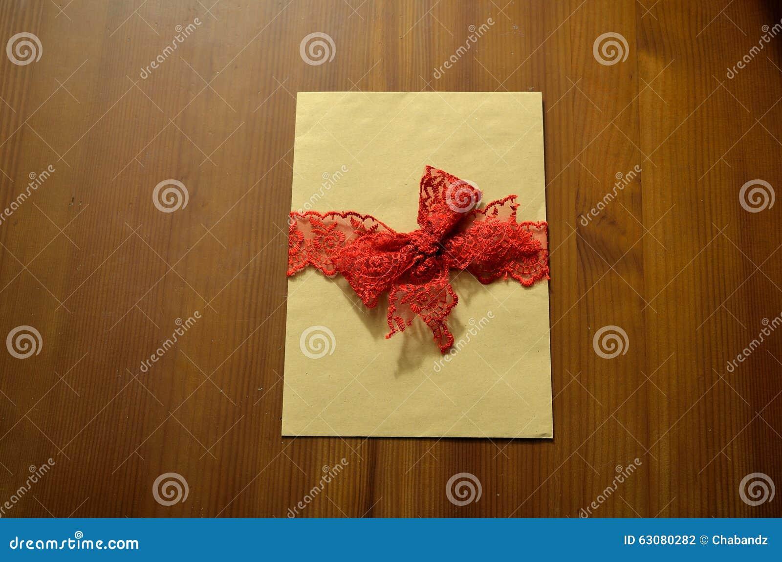 Download Enveloppe De Vintage La Vieille De Table Toujours Vie En Bois Photo stock - Image du lettre, postal: 63080282