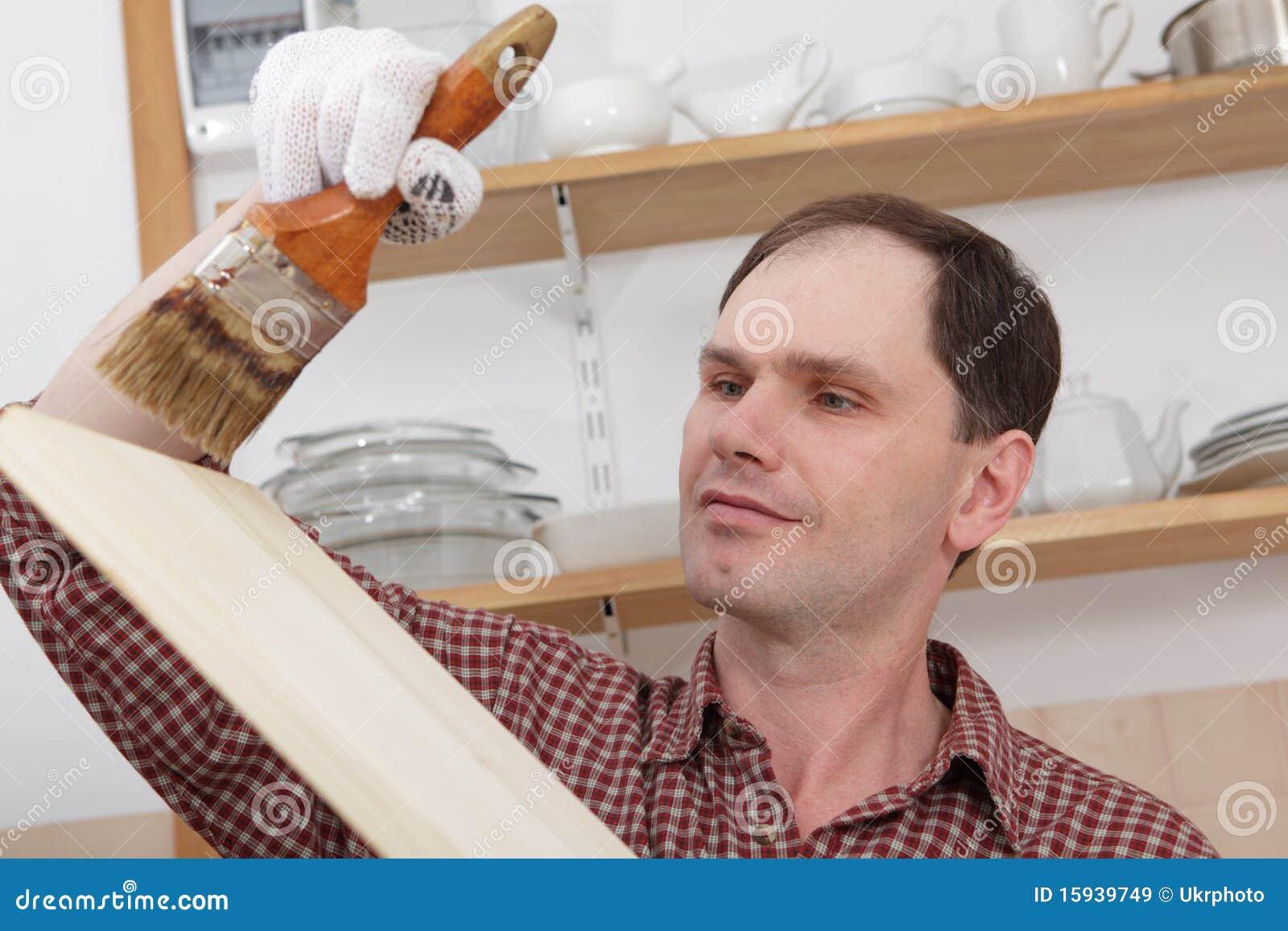 que enverniza as prateleiras de madeira para a renovação da cozinha #83A427 1300 957