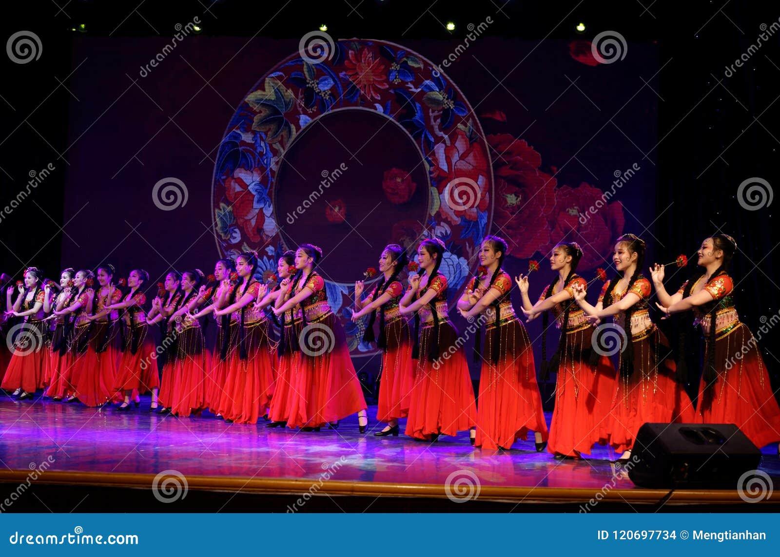 Envie-lhe uma rosa 4 - dança nacional chinesa em Xinjiang