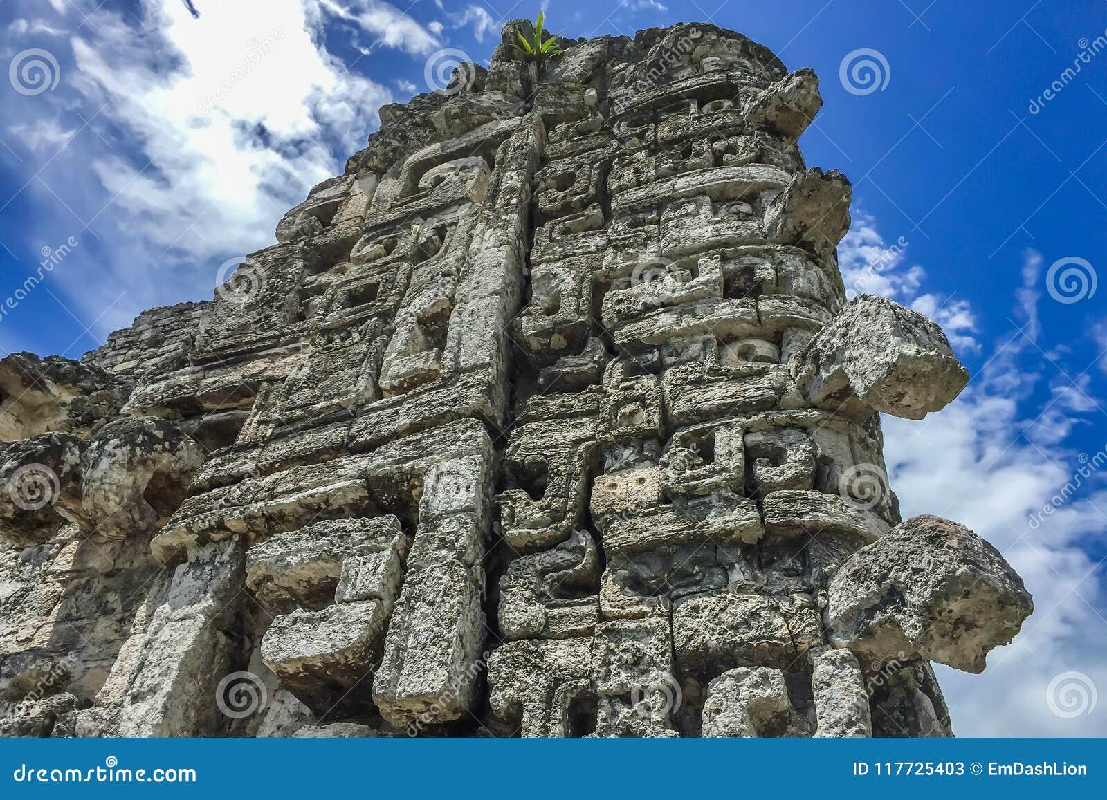 Epicka majowie rzeźby ruina w Xpujil, Campeche, Meksyk
