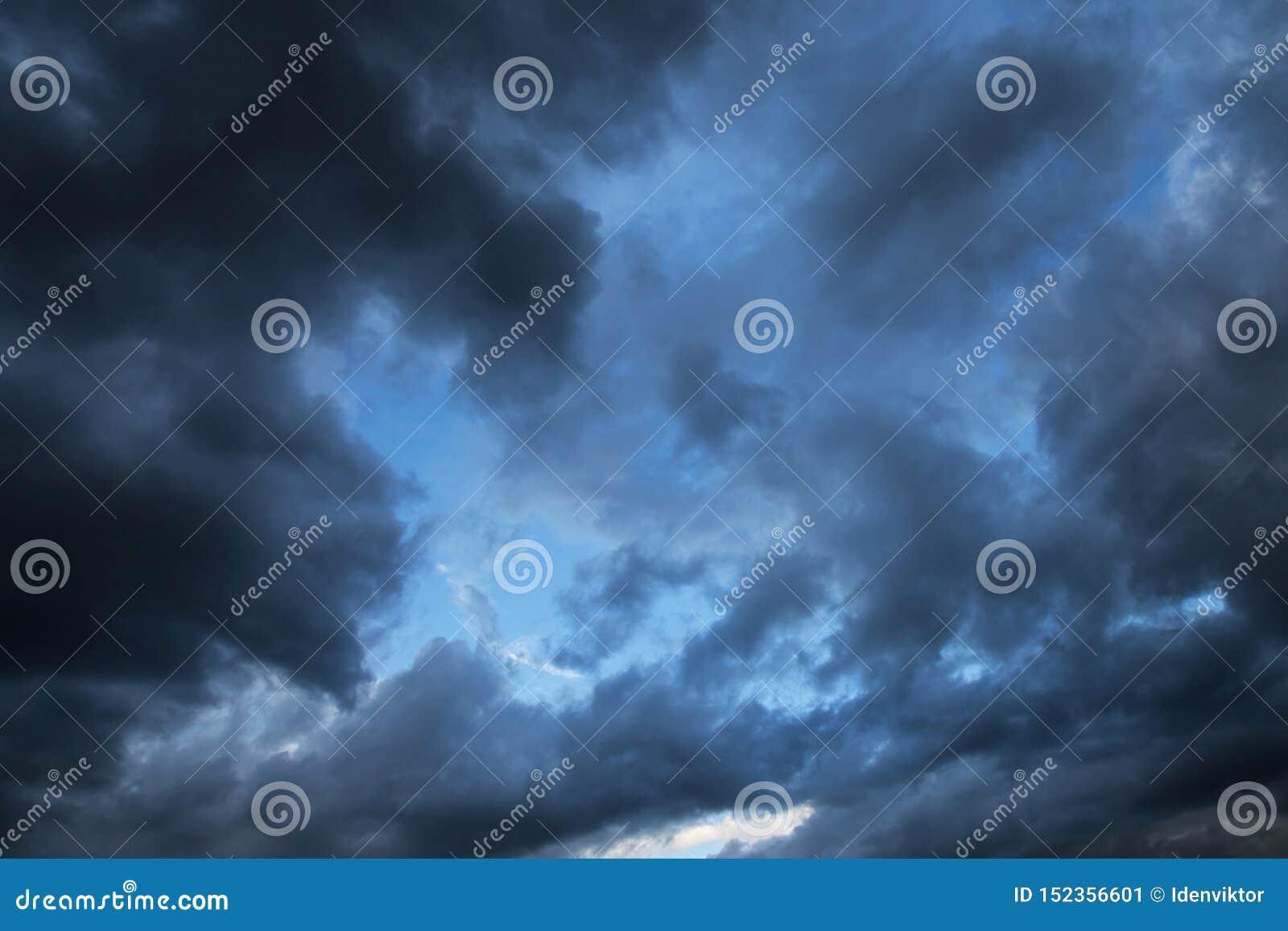 Epicki burza zmrok chmurnieje tło teksturę