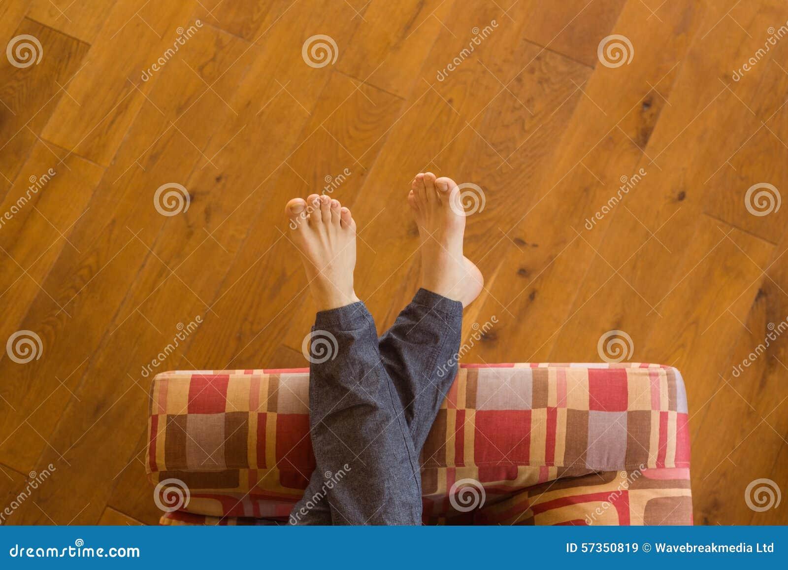Equipa os pés no sofá