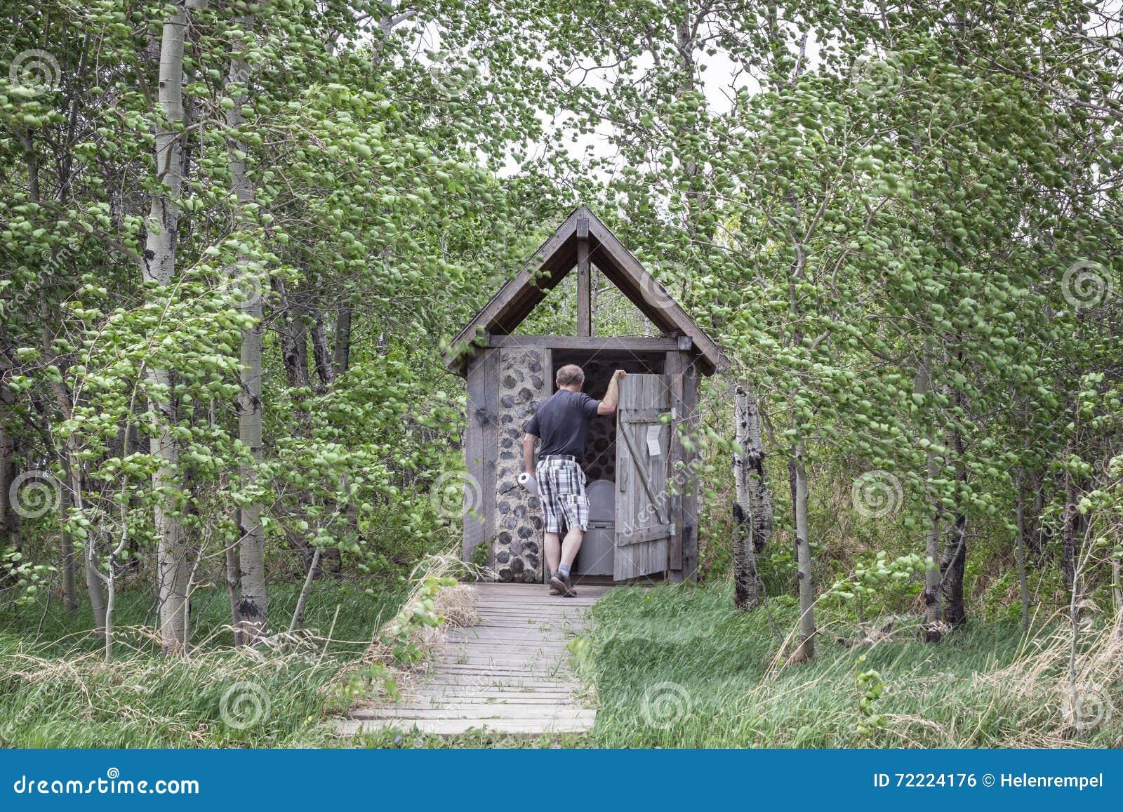 Equipaggi fare una pausa una toilette all 39 aperto for Costruire una stanza all aperto