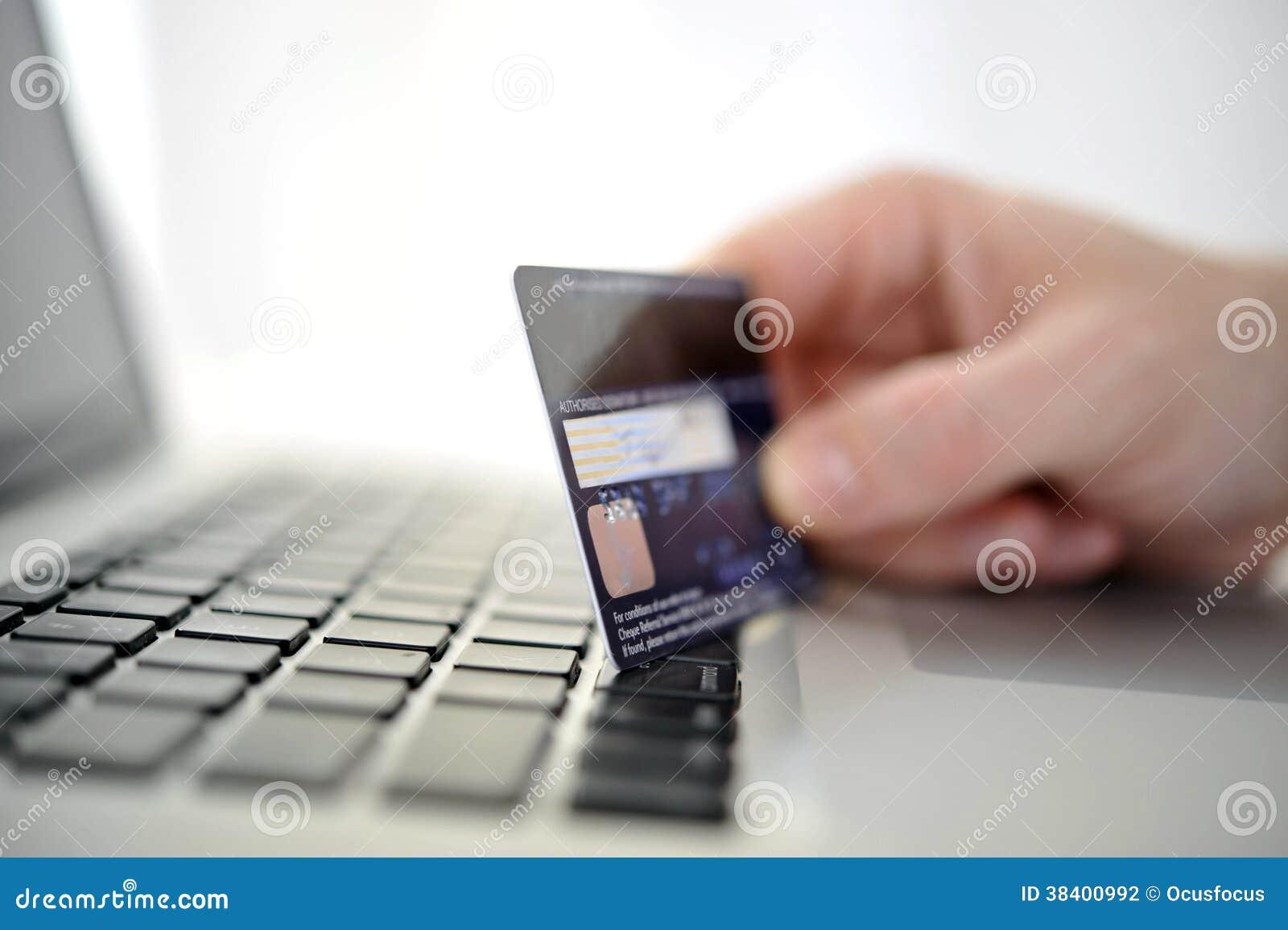 Equipaggi l acquisto e le attività bancarie online disponibili della carta di credito della tenuta