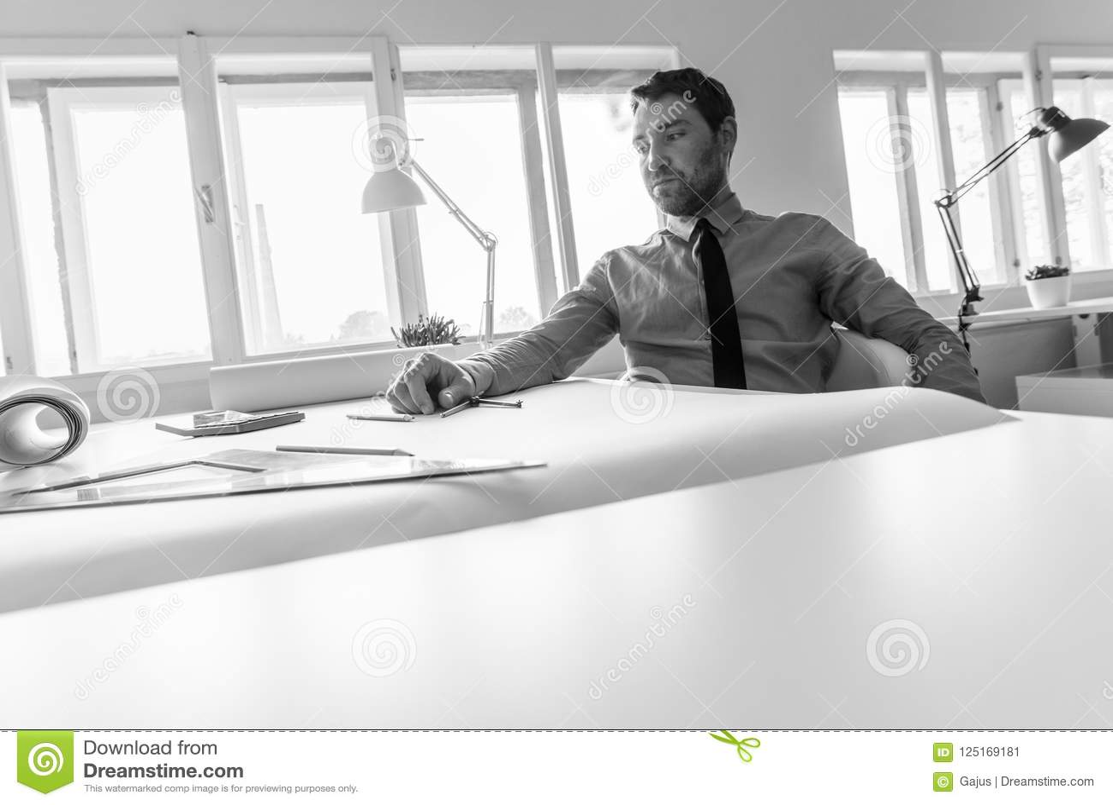 Disegno Uomo Alla Scrivania : Disegno uomo alla scrivania ritratto di un uomo alla scrivania