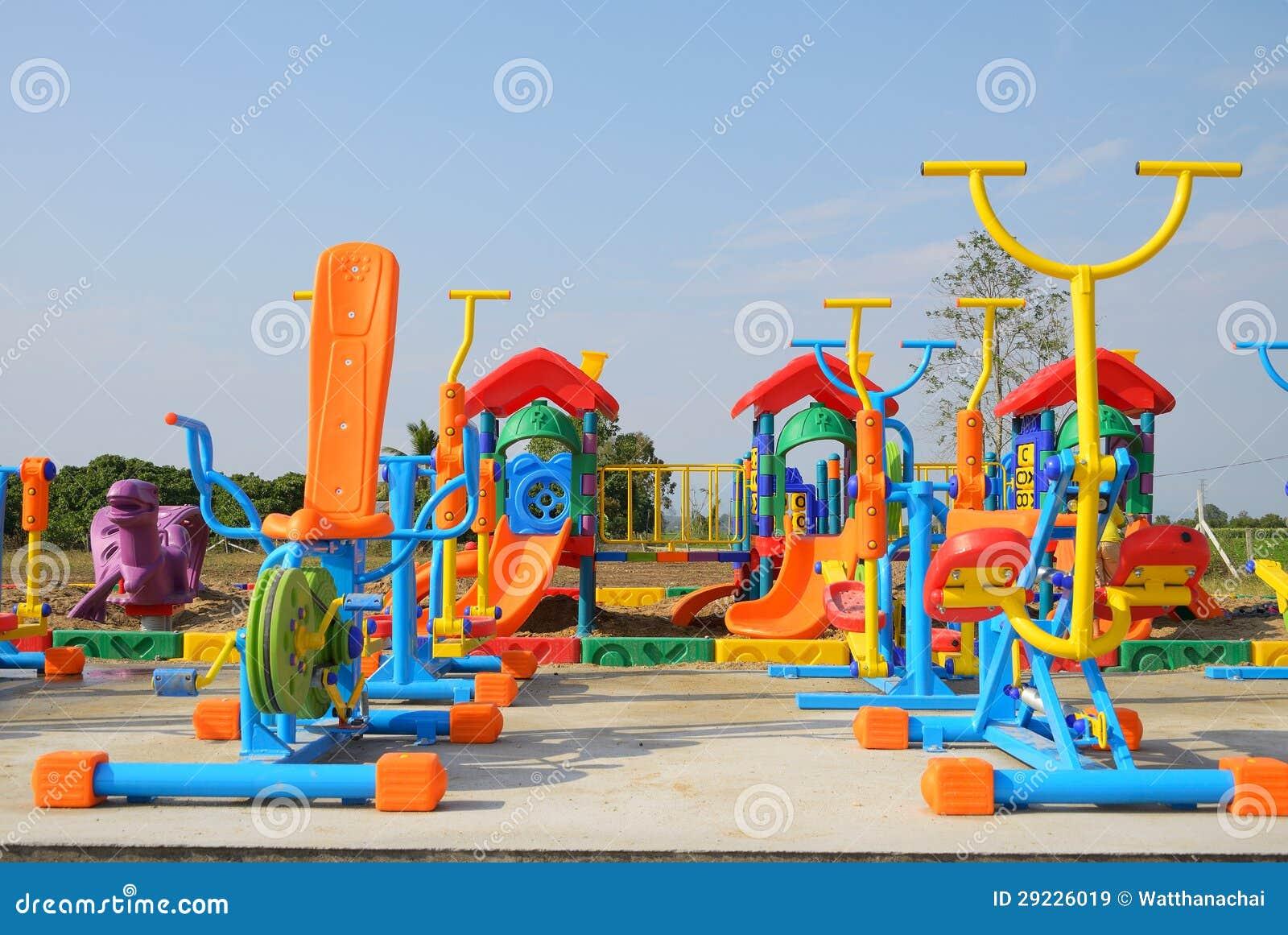 Download Equipamento Colorido Do Campo De Jogos Em Um Parque Exterior. Imagem de Stock - Imagem de equipamento, exercício: 29226019
