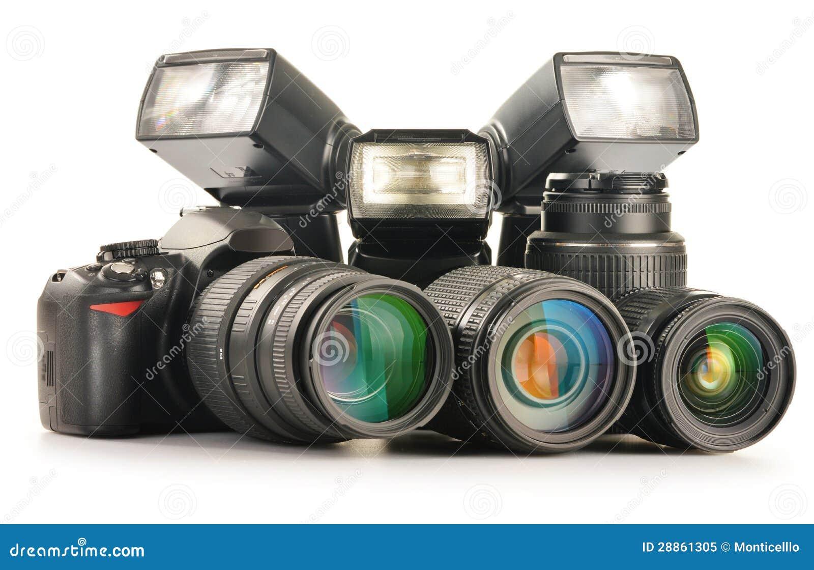 Equipamento da foto que inclui lentes zoom, câmera e luzes do flash