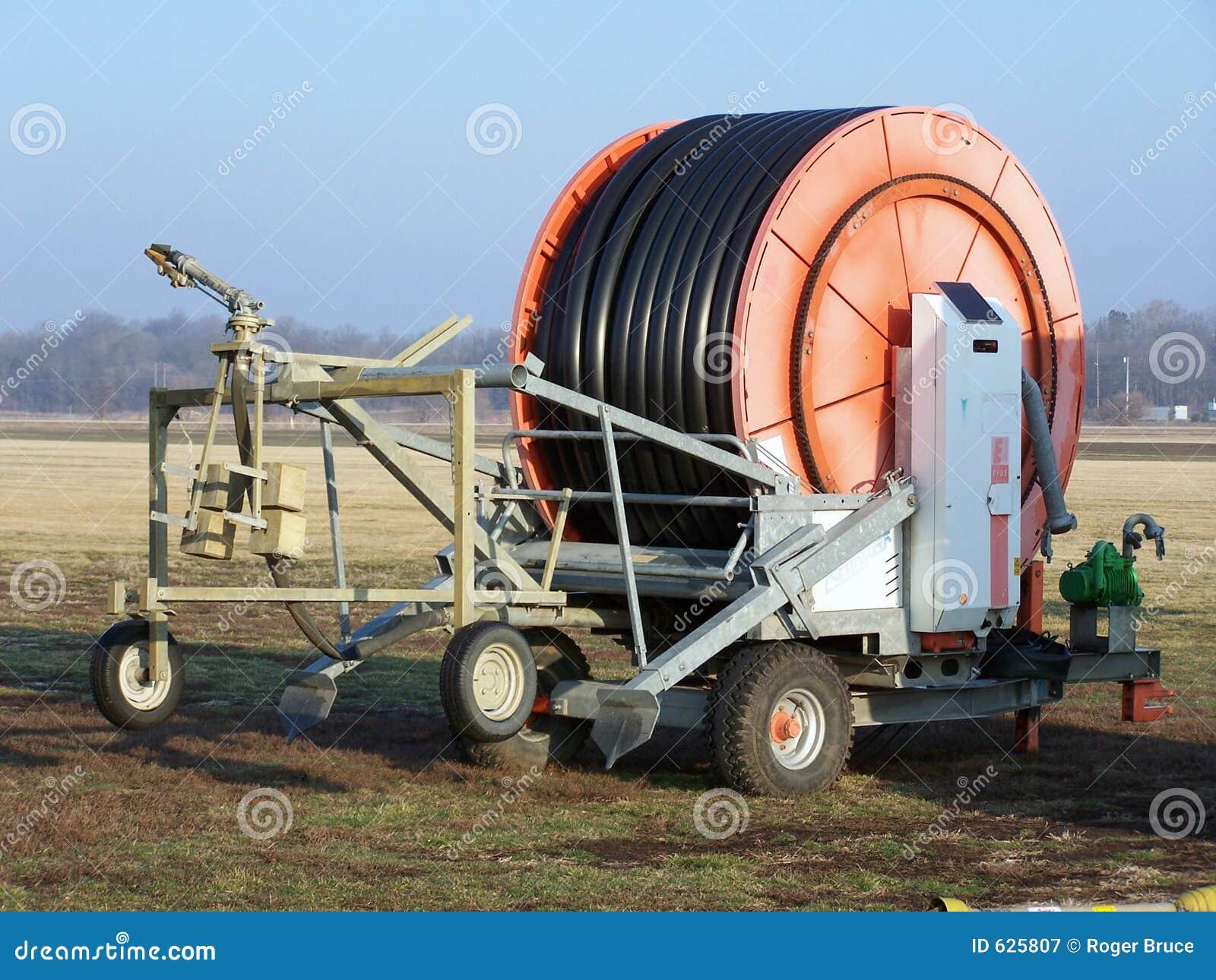 Equipamento da irrigação da exploração agrícola do Sod