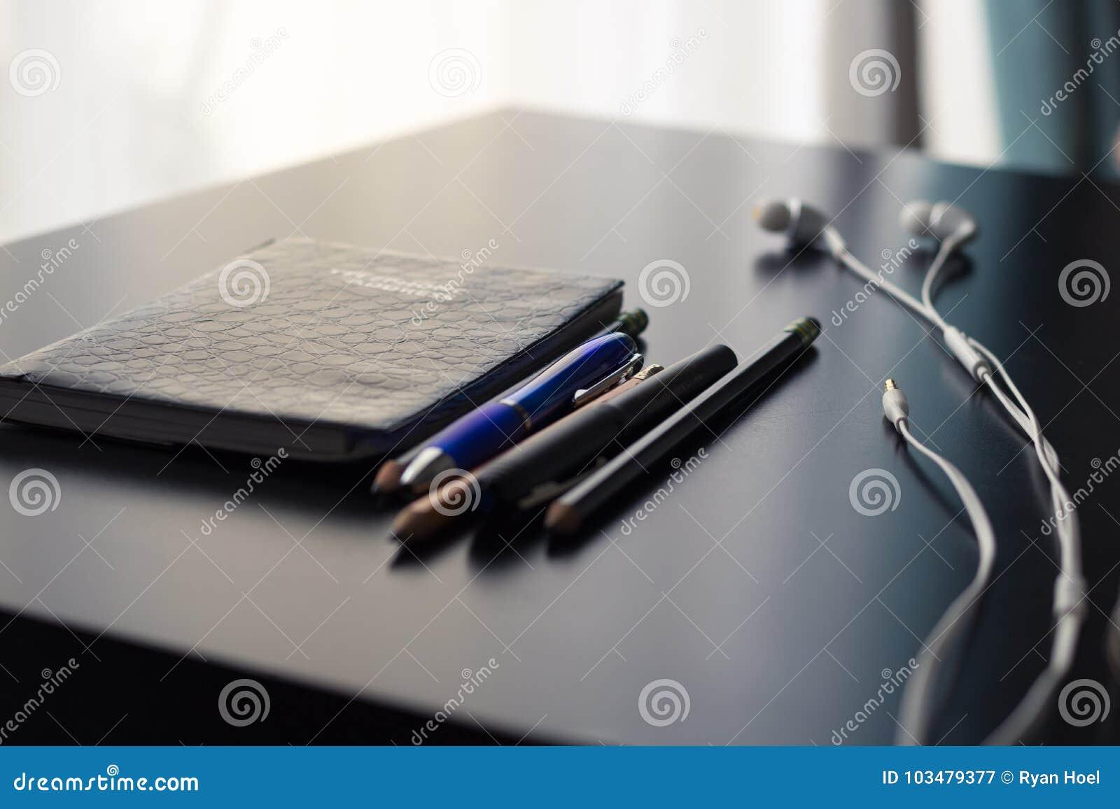 Equipamento de escritório sobre a mesa
