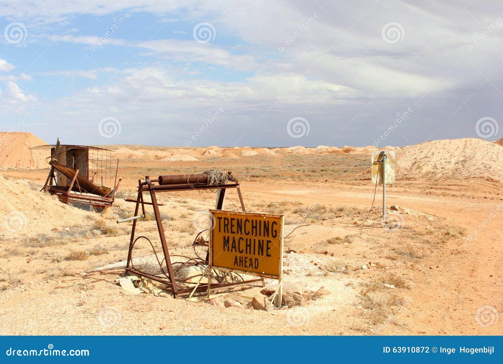 Equipamento de mineração da opala no deserto de Andamooka, Sul da Austrália