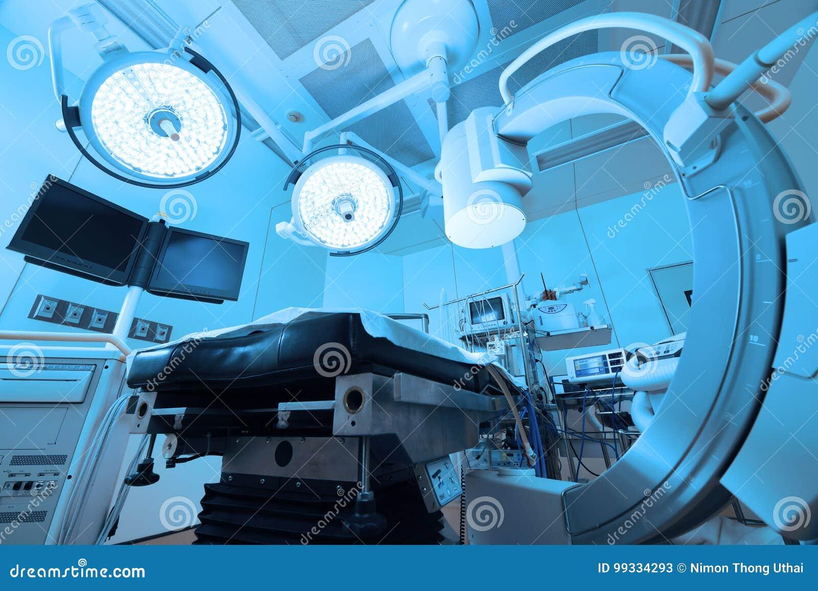 Equipamento e dispositivos médicos na sala de operações moderna