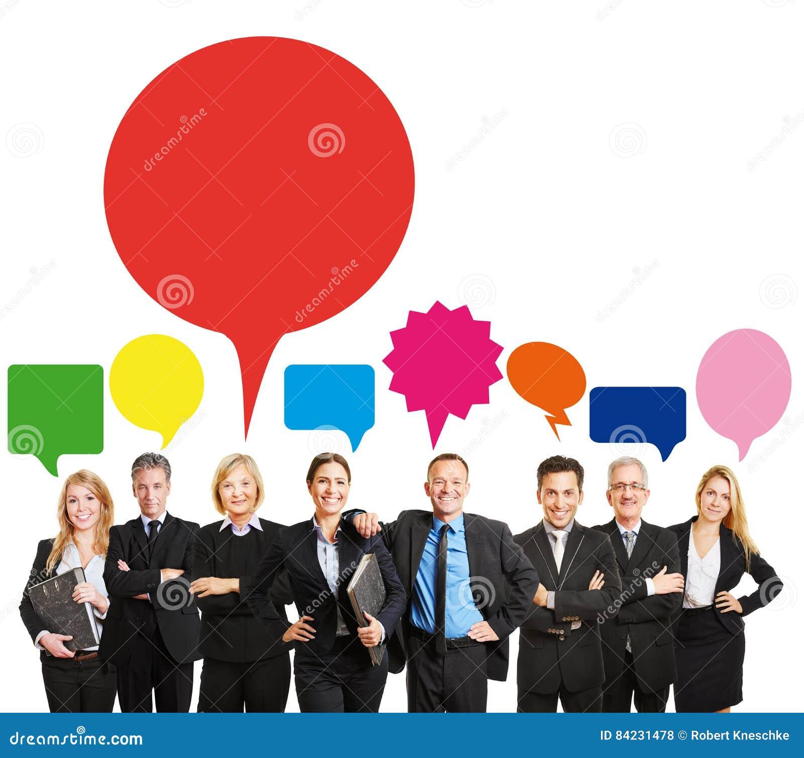 Equipe do negócio com bolhas do discurso