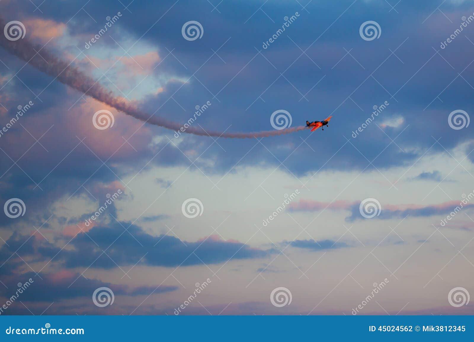 Equipe el bravo 3 Aviones: 2 x Sukhoi los 26M