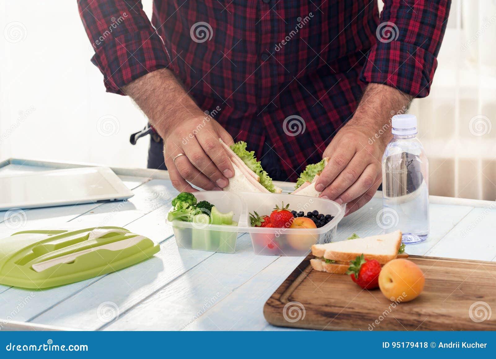 Equipe a fatura escola do almoço saudável na manhã