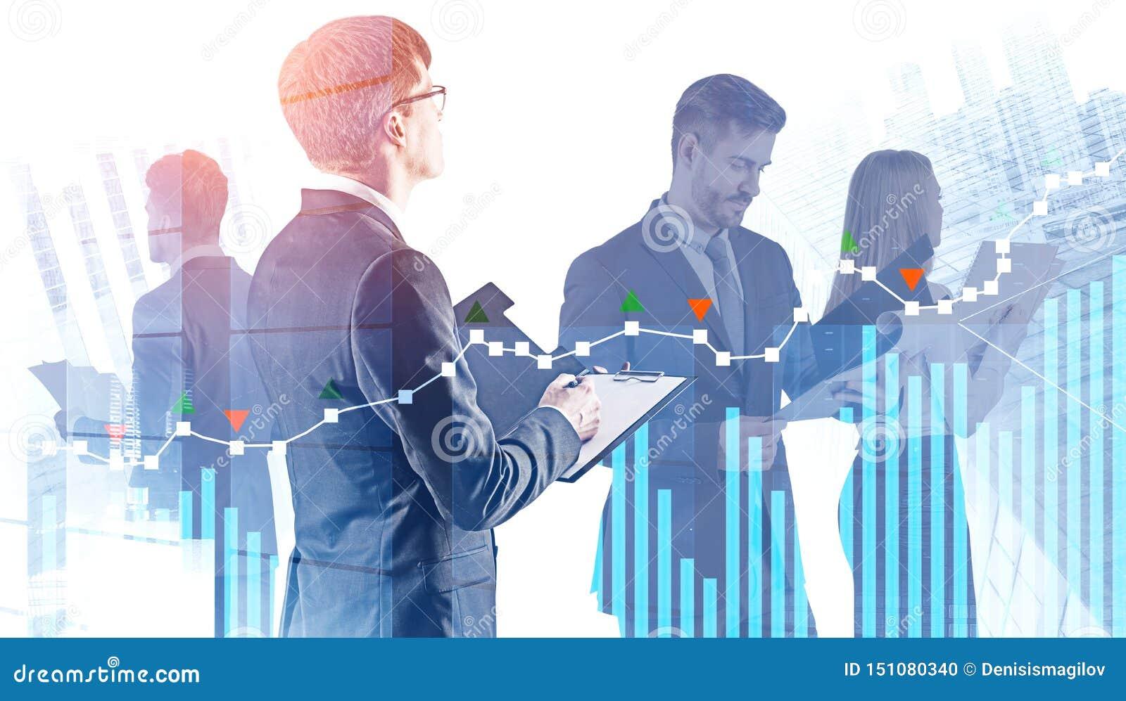 Equipe nova do negócio com documentos, diagramas