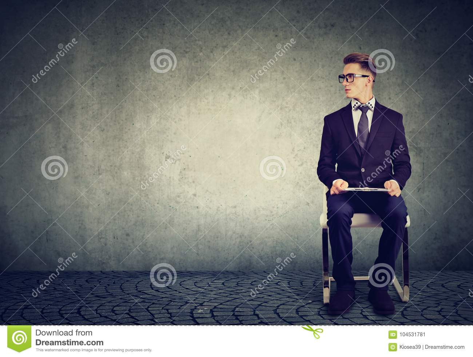 Equipe o assento em uma entrevista de trabalho de espera da cadeira