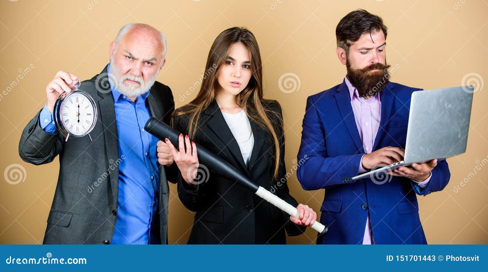 Equipe perita Da mostra farpada do gerente dos homens portátil financeiro do relatório Estrat?gia empresarial Funcionamento do co