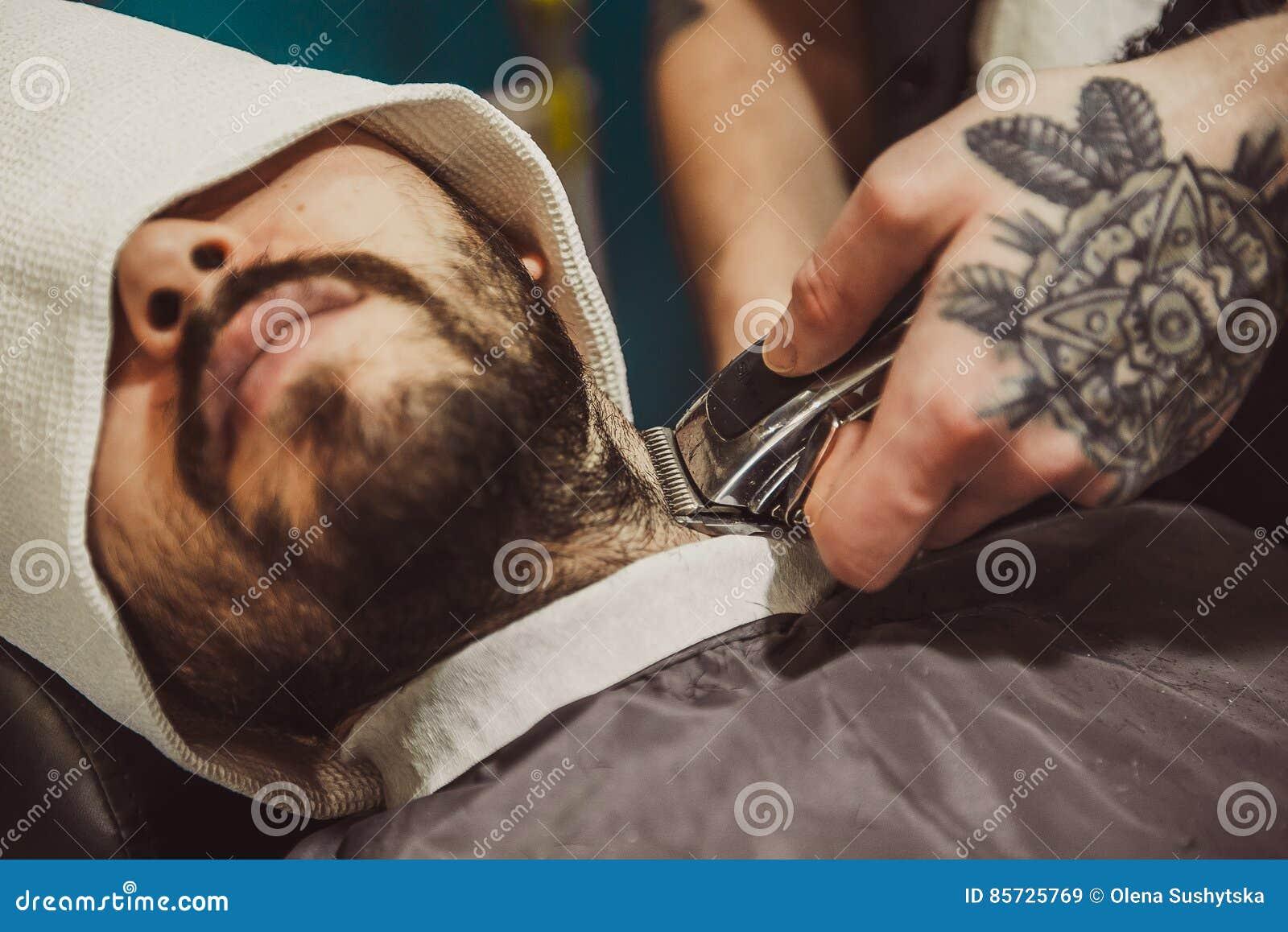 Equipe a rapagem de sua barba no cabeleireiro profissional