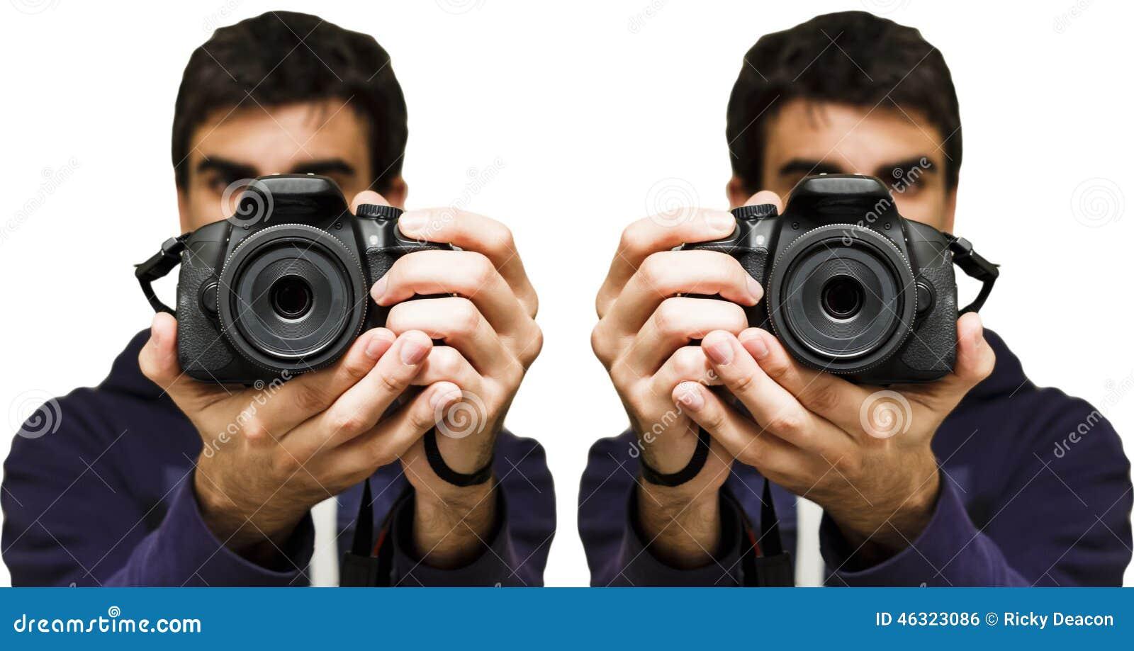 Equipe a tomada de uma imagem com câmera de SLR, fundo branco