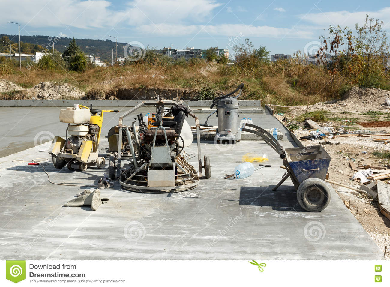 Equipment For Laying A Concrete Slab On A Construction Side