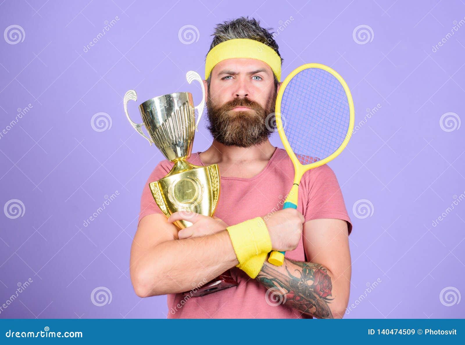 Equipo barbudo del deporte del desgaste del inconformista del hombre Éxito y logro Gane cada partido del tenis que participo aden
