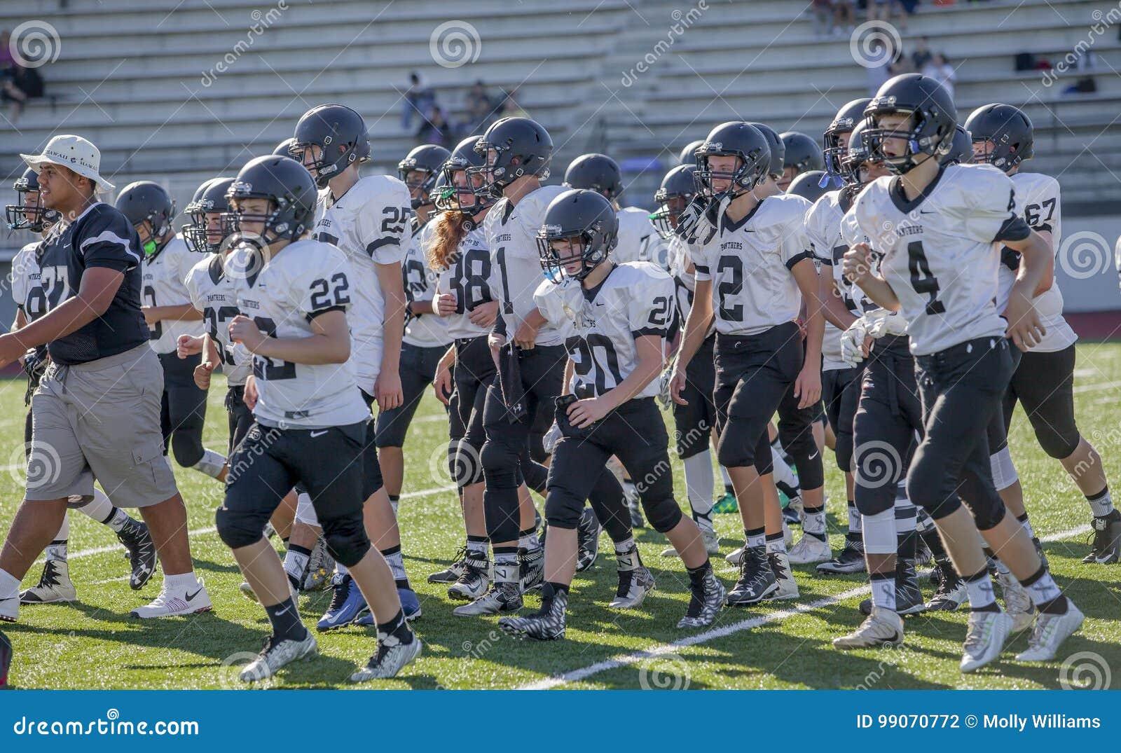 Equipo de fútbol de la High School secundaria en echada