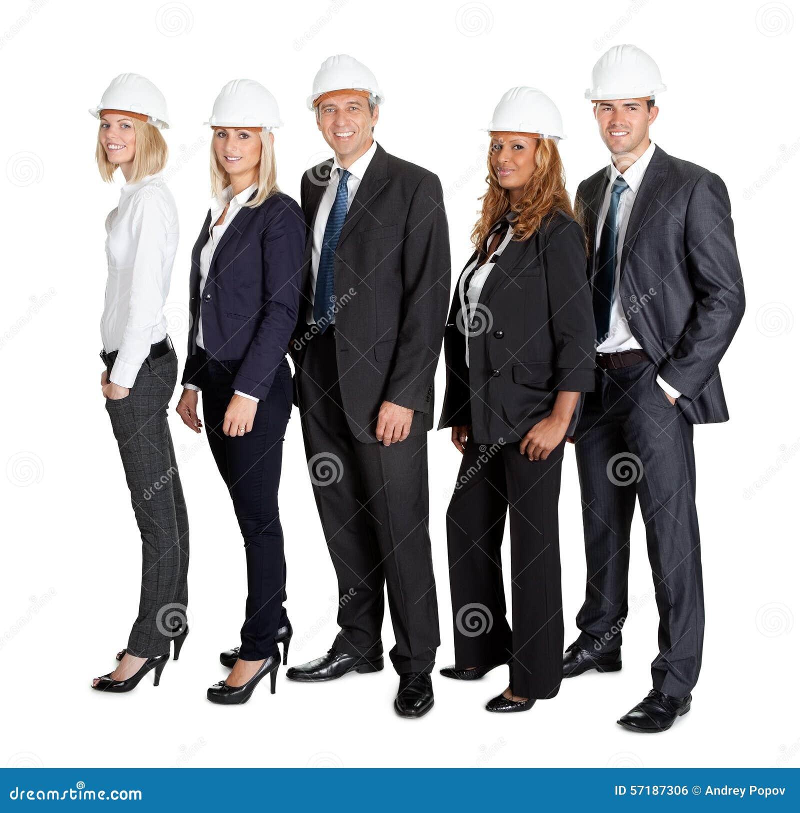 Equipo de ingeniero civil confiado contra blanco