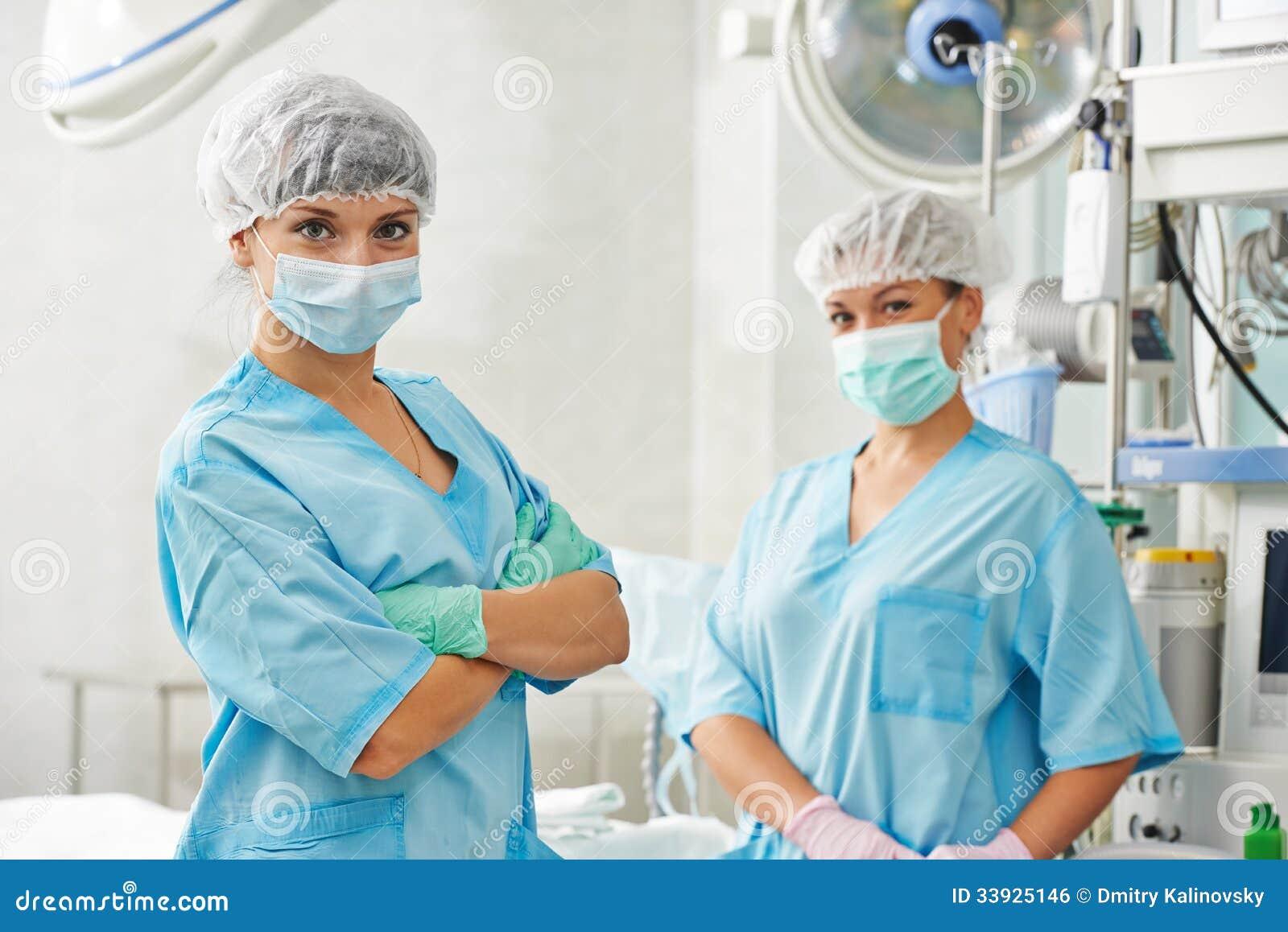 Equipo De Baloncesto De Las Mujeres Imagen De Archivo: Equipo De Las Enfermeras De La Cirugía En Clínica Foto