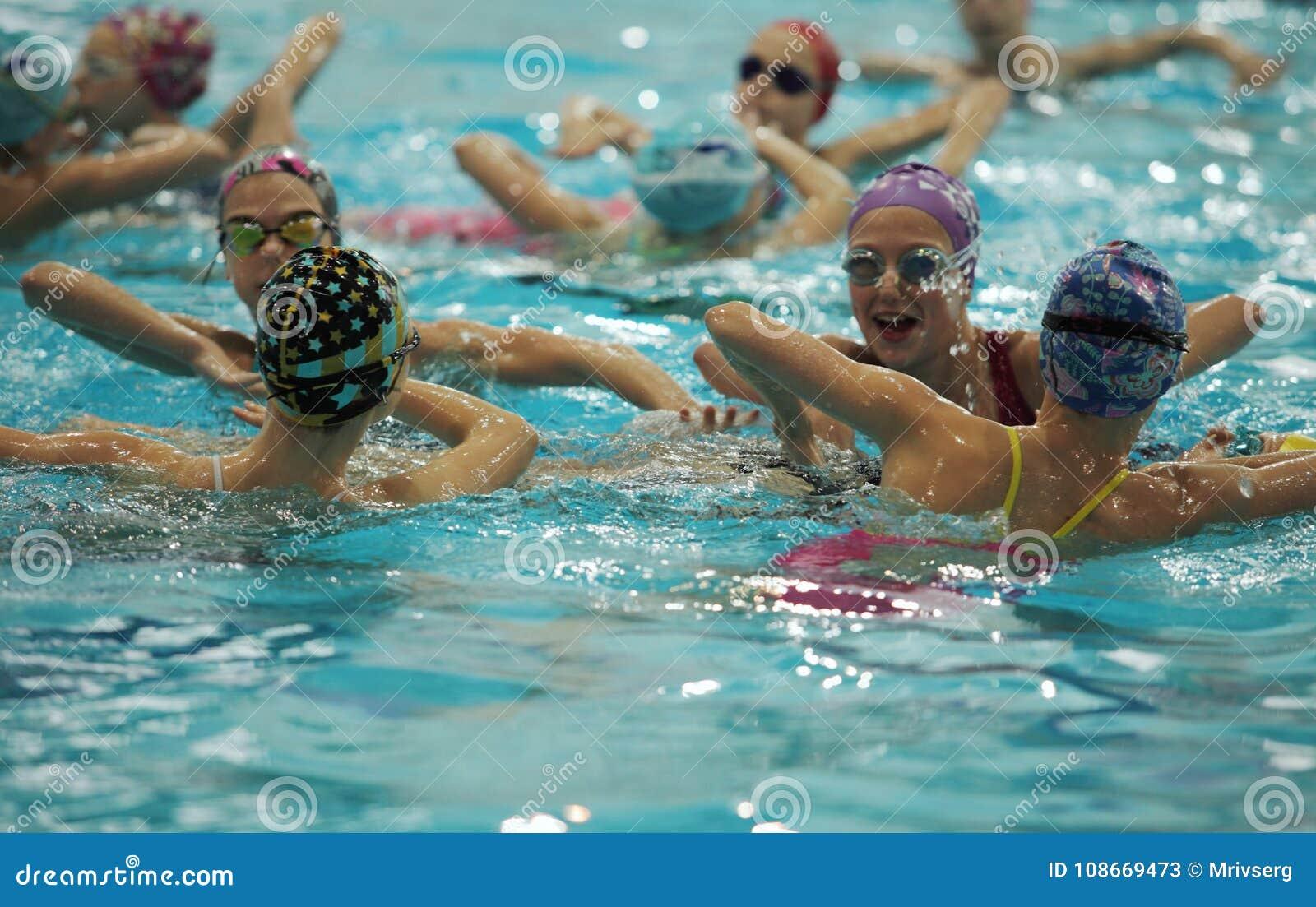 Equipo de natación sincronizada de los atletas
