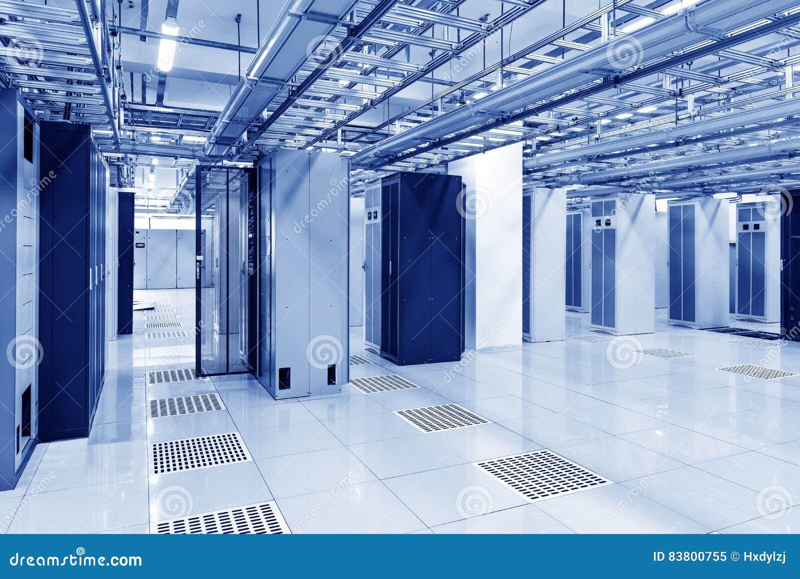 Equipo De Telecomunicaciones En El Cuarto Imagen de archivo ...