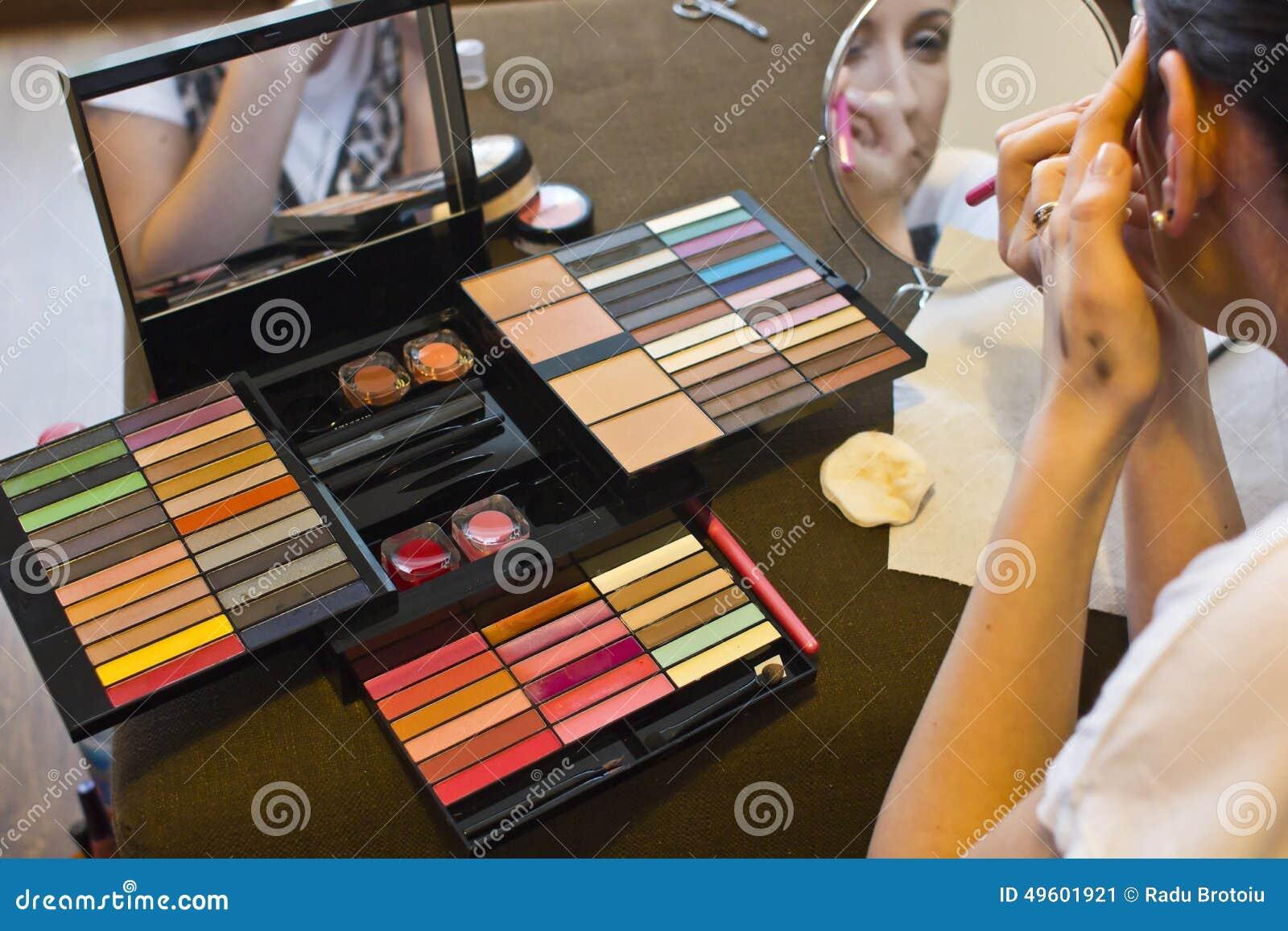 Equipo del maquillaje