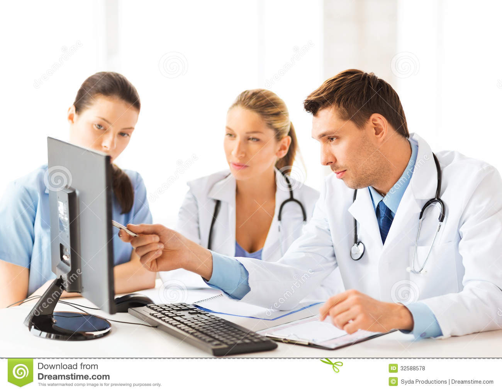 grupo de tres doctor