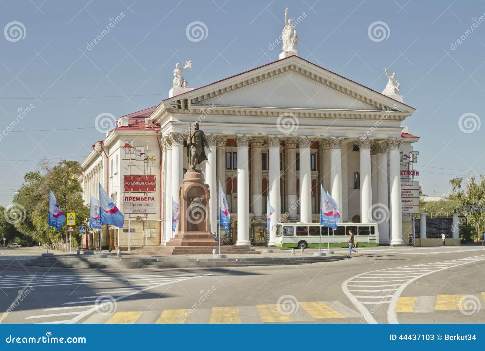Era de Tsaritsyno da construção, feita em um estilo clássico que seja um teatro experimental novo