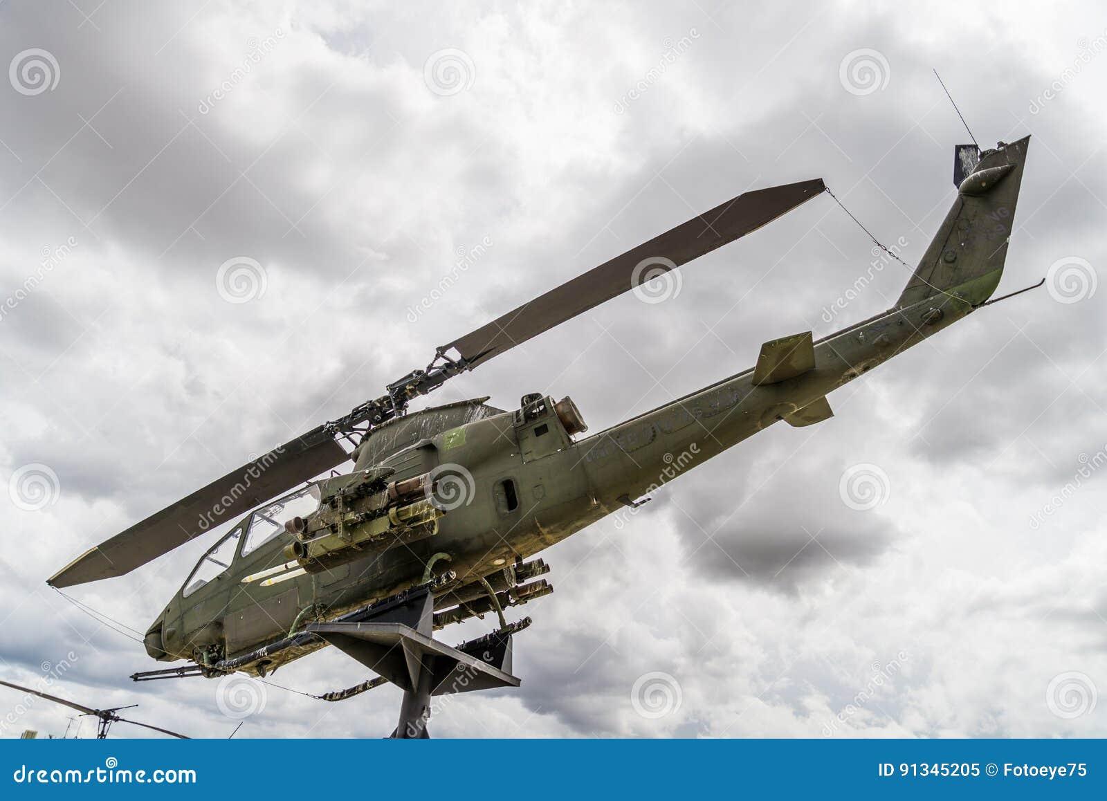 Elicottero 205 : Era del vietnam dell elicottero di apache immagine editoriale