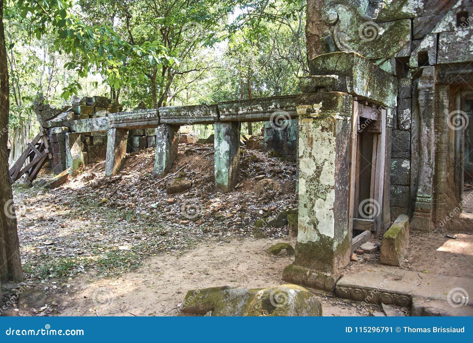 Era di Angkor del tempio della screpolatura di Prasat Kra