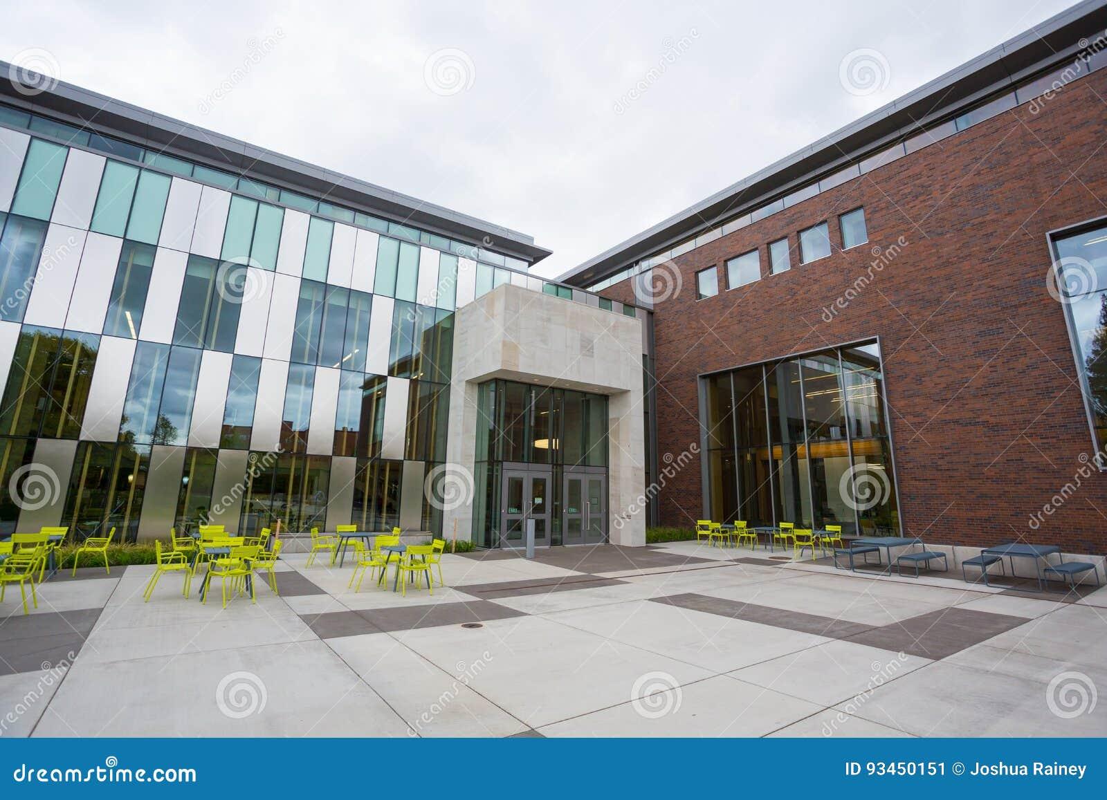 Erb Memorial Union At University Of Oregon Editorial Photo - Image ...